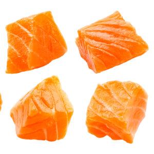 Salmon en dados congelado